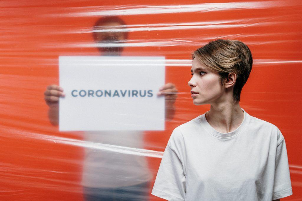 Un employé du secteur de la santé en temps de pandémie du coronavirus