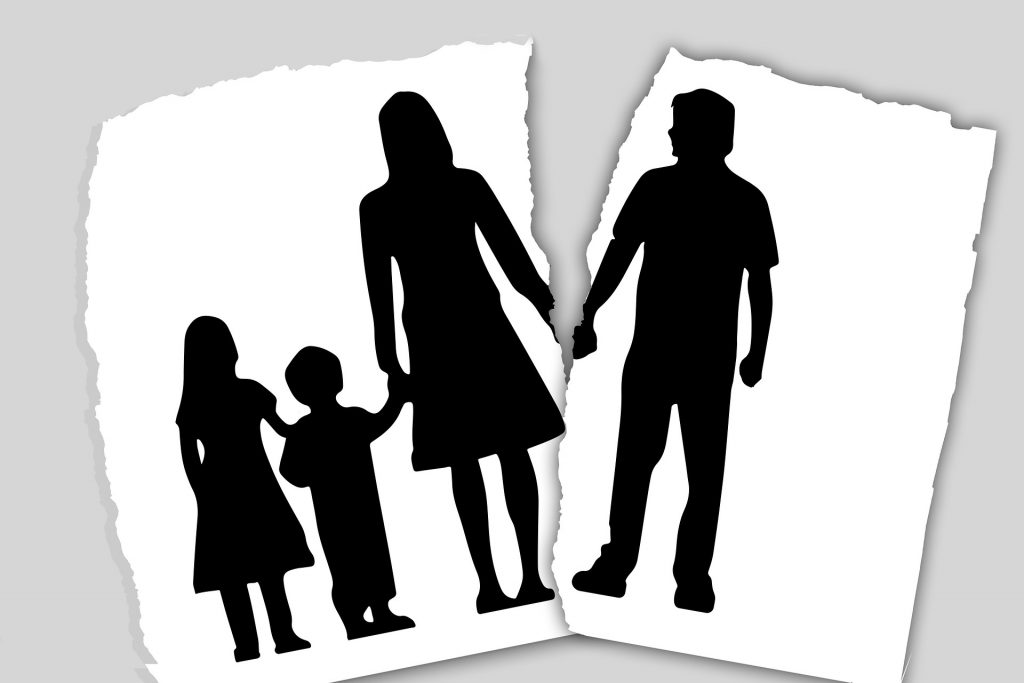 famille d'immigrants déchirée suite à un divorce des parents