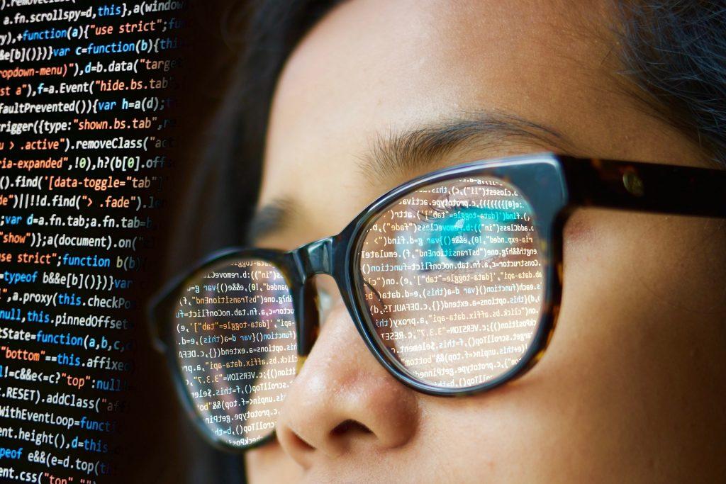 informaticien spécialiste en intelligence artificielle postulant au programme d'immigration pilote du Québec pour les secteurs des technologies de l'information