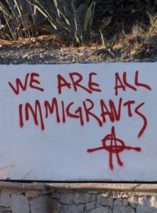 inscription murale au Canada mentionnant le slogan : we are all immigrants